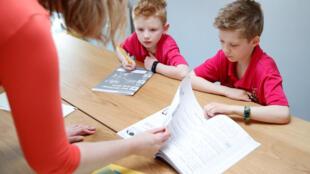 Grande Bretagne confinement enfant ecole Milton Keynes