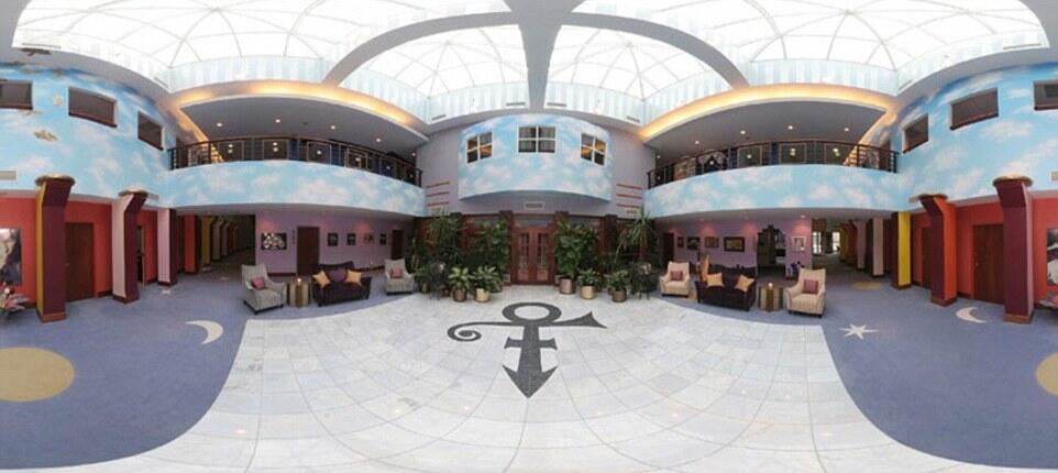 Hall de entrada da mansão de Prince