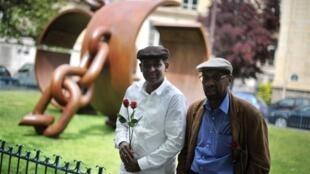 Sculpture créée par le Français Driss Sans-Arcidet, à la mémoire du Général Dumas, premier général noir dans l'histoire française, à Paris le 10 mai 2009.