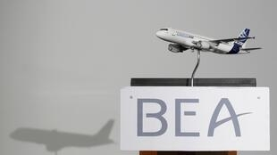 A model of an Airbus A320 on a lectern at the BEA headquarters in Le Bourget