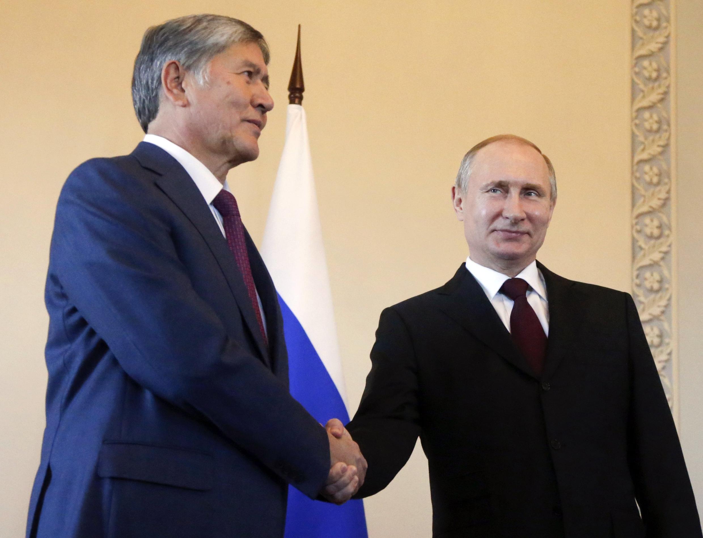 Vladimir Poutine a rencontré son homologue du Kirghizistan, Almazbek Atambayev, ce lundi 16 mars 2015.