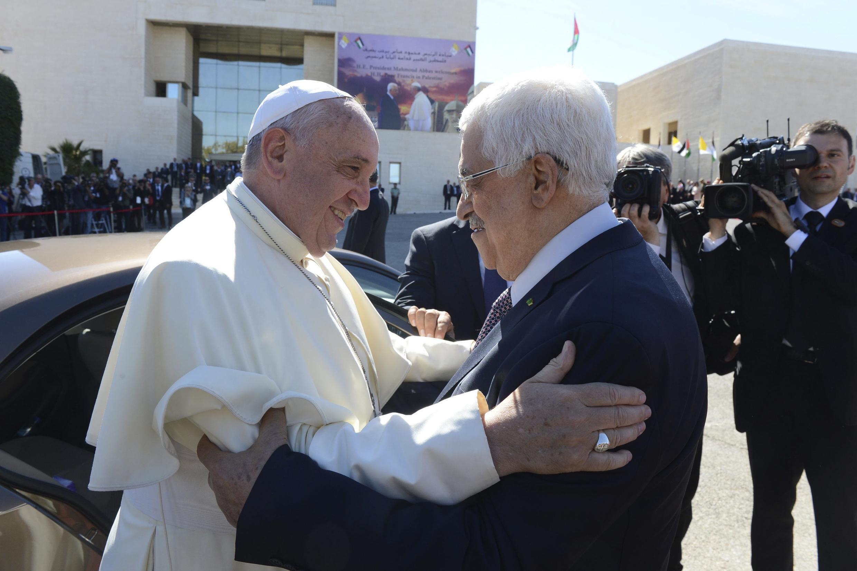 O Papa Francisco e o presidente palestino Mahmoud Abbas em Belém, neste domingo
