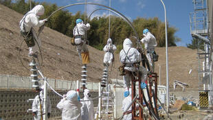 Workers attempt to repair power lines at the Fukushima Daiichi Nuclear Power on 18 March, 2011