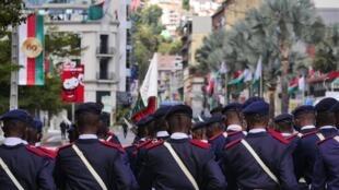 Défilé militaire à huis clos pour ce 60ème anniversaire d'indépendance à Madagascar. La parade a lieu Place du 13 mai, sur le parvis de l'hôtel de ville et l'avenue de l'Indépendance, le 26 juin 2020.