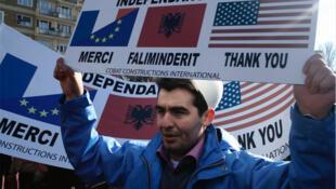 17 février 2008, toute autre ambiance, le Kosovo en liesse célèbre son accession à l'indépendance.