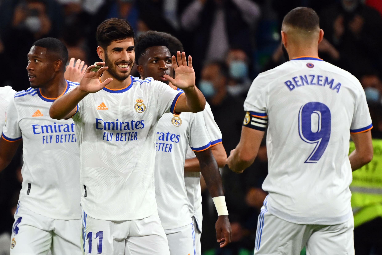 Marco Asensio (#11) celebra su tercer gol en la victoria 6-1 del Real Madrid en su estadio Santiago Bernabeu ante el Mallorca por la Liga española, el 22 de septiembre de 2021