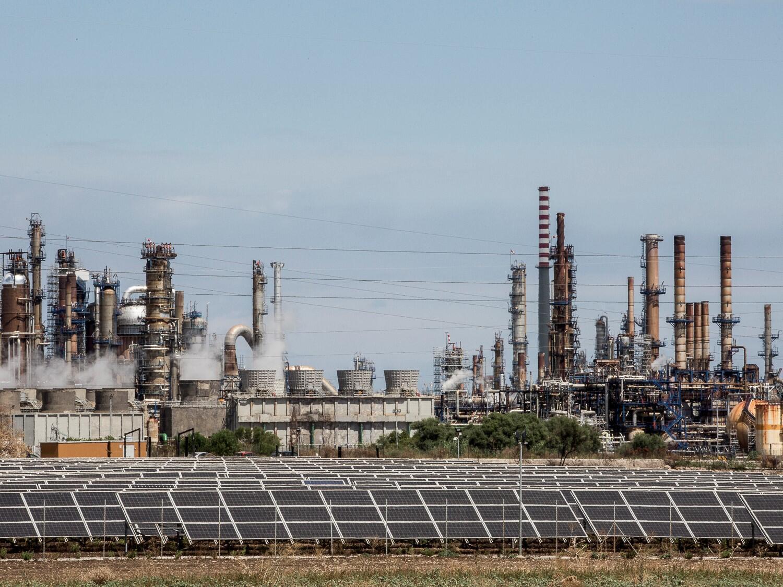 La présence sur le territoire d'une si grande densité d'industries qui, au fil des ans, ont changé de propriétaire et de nom, rend très complexe l'attribution de la responsabilité directe de la pollution, et de la condamnation au paiement des indemnités.