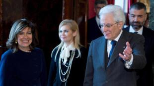 O presidente italiano Sergio Mattarella com a nova presidenta do Senado Elisabetta Alberti Casellati, neste sábado
