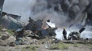 An Ethiopian military aircraft carrying ammunition crash-landed at Mogadishu's international airport, 9 August