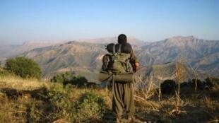 Mpikanaji wa kundi la PKK katika milima nchini Uturuki, karibu na mpaka wa Iraq (2013).