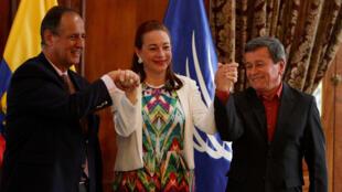 Os representantes das partes envolvidas estão reunidos para negociações em Quito.