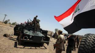 Le 21 mai 2016, l'armée irakienne, aux abords de la ville de Fallouja, prépare l'assaut contre cette place forte du groupe EI.