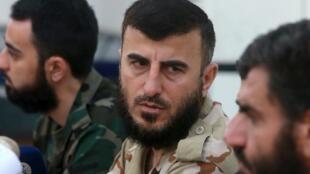 Zahran Allush, líder del grupo rebelde sirio Jaish al Islam (Ejército del Islam) durante una conferencia de prensa en la periferia este de Damasco, 27 de agosto de 2014.