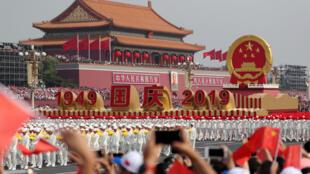 La parade militaire du 70ème anniversaire de la République populaire de Chine marque par la débauche de technologies.