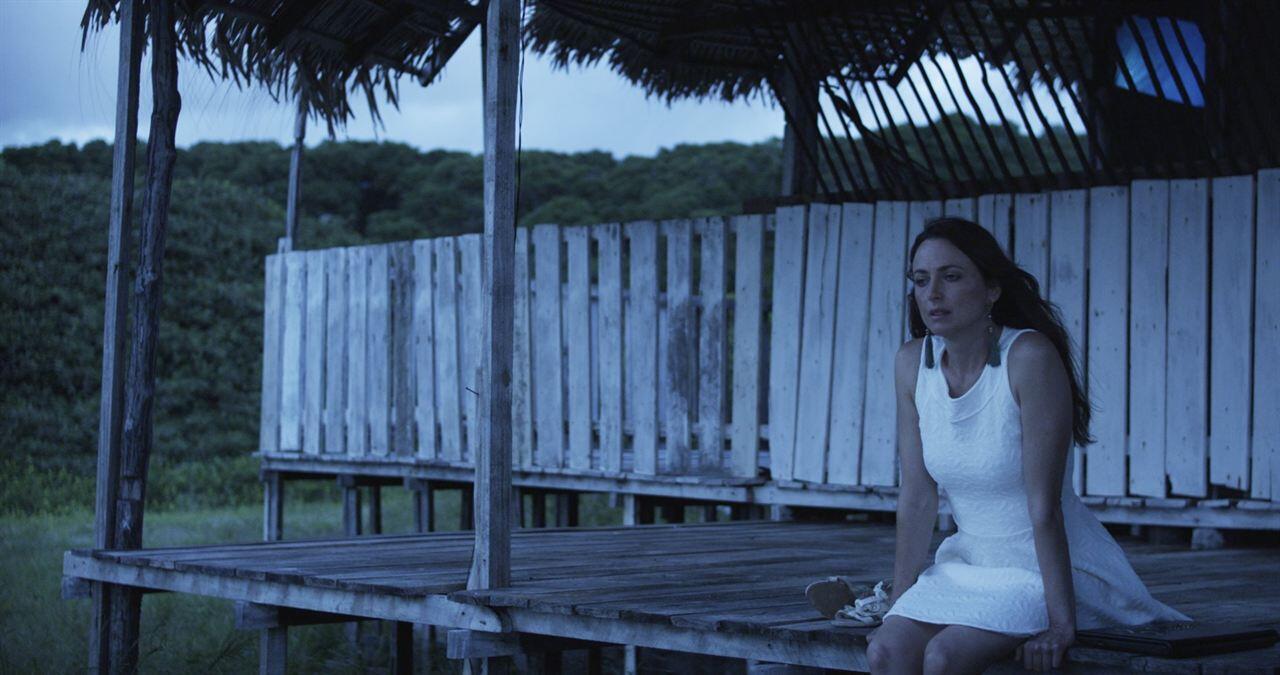 """Lorena Lobato em cena de """"Para Ter Onde Ir"""""""