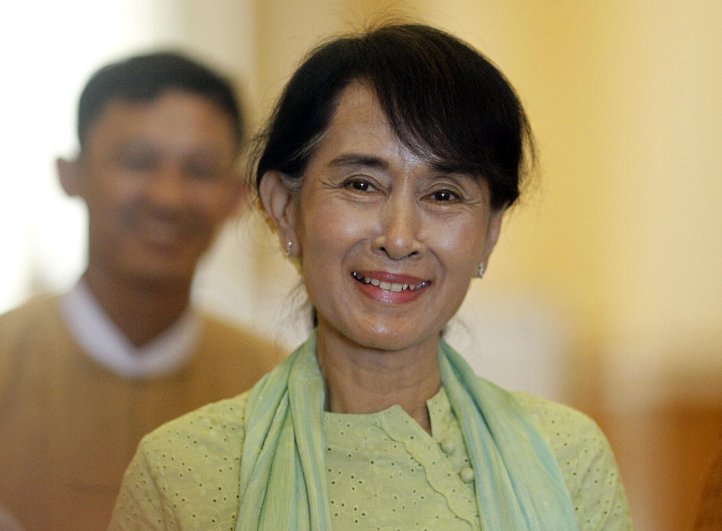 Lãnh tụ và dân biểu đối lập Aung San Suu Kyi tham dự khóa họp Quốc hội Miến Điện 09/07/2012 (REUTERS /Soe Zeya Tun)