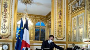 Macron77