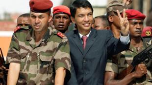 Neuf mois après sa prise de pouvoir, Andry Rajoelina demeure l'homme fort de Madagascar.