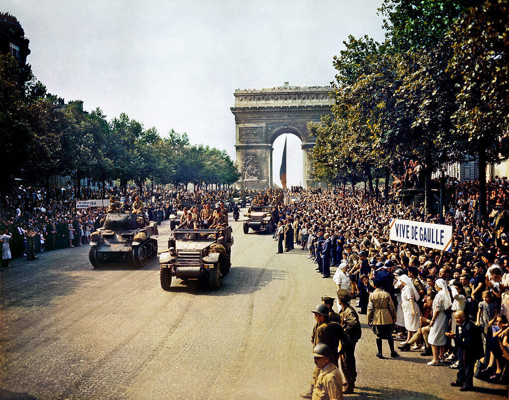 Celebración de la rendición de los nazis en París en agosto de 1944.