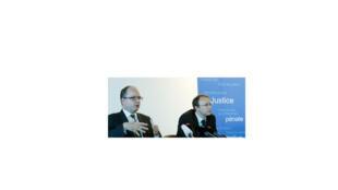 Coletiva de imprensa com o procurador-geral de Genebra, Olivier Jornot (e.), e o procurador Yves Bertossa.