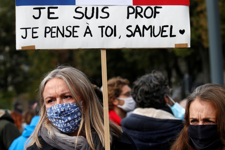 Hommage à Samuel Paty à Paris, place de la République, le dimanche 19 octobre 2020.