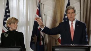 Ngoại  trưởng Mỹ John Kerry họp báo cùng ngoại trưởng Úc Julie Bishop tại Sydney, ngày 12/08/2014.