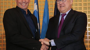 Greek Finance Minister Yanis Varoufakis (L)  with France's Michel Sapin earlier this month