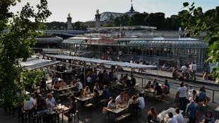 Restaurante Rosa Bonheur sur Seine em Paris.
