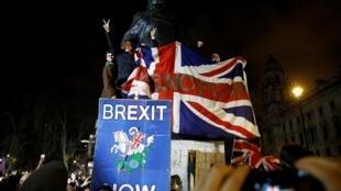 Les Britanniques célèbrent la sortie du Royaume-Uni de l'UE, le 31 janvier 2020 à Londres.