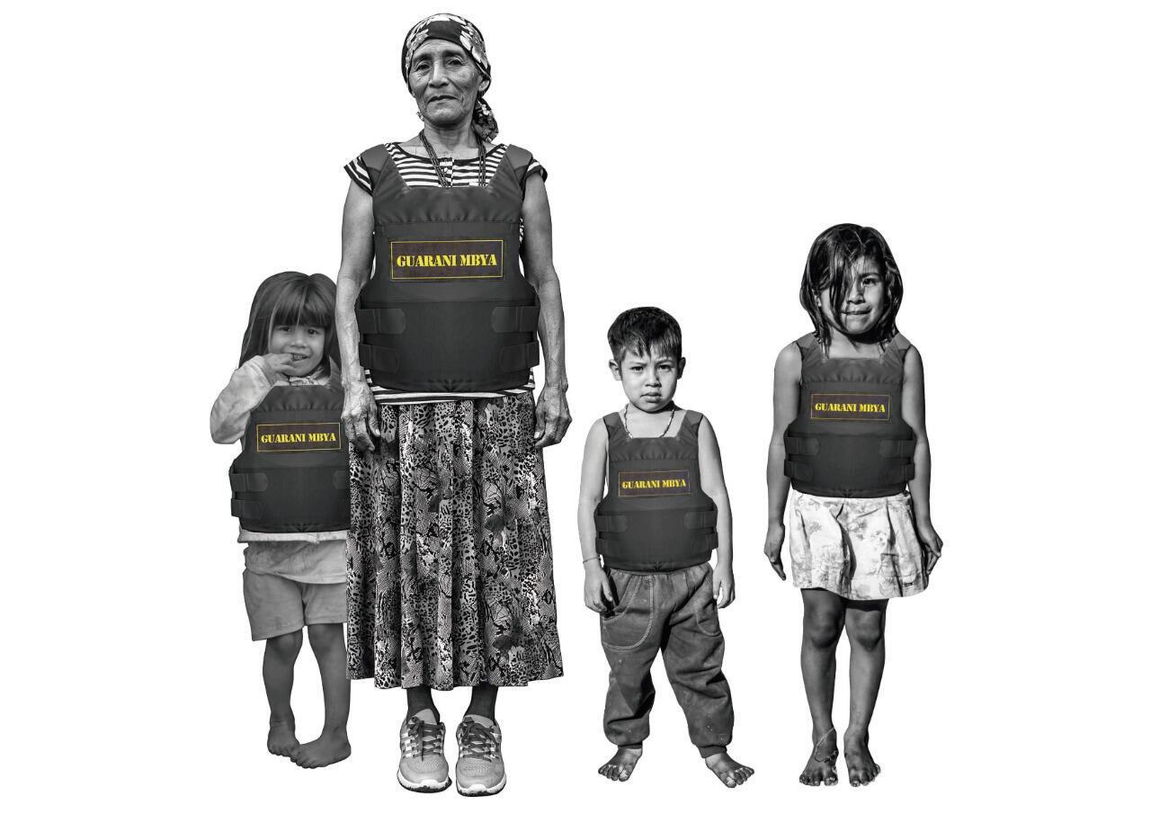O trabalho de Xadalu denuncia as injustiças das quais comunidades indígenas são alvo no Brasil.