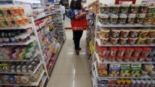 Bên trong một siêu thị tại Bắc Kinh (ảnh chụp 14/10/2013)