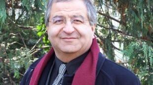 جلال ایجادی، جامعه شناس و استاد دانشگاه در پاریس