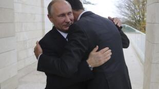 Putin recebe o presidente sírio Bashar al-Assad em Sochi, na Rússia, em 20 de novembro de 2017.