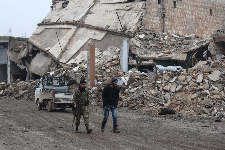 Askari wakipita kwenye viunga vya mji wa Aleppo nchini Syria hivi karibuni.