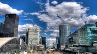 La Défense é o bairro financeiro de Paris, que espera concorrer com a City, de Londres.
