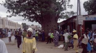 Le marché de Serrekunda à Banjul en Gambie.