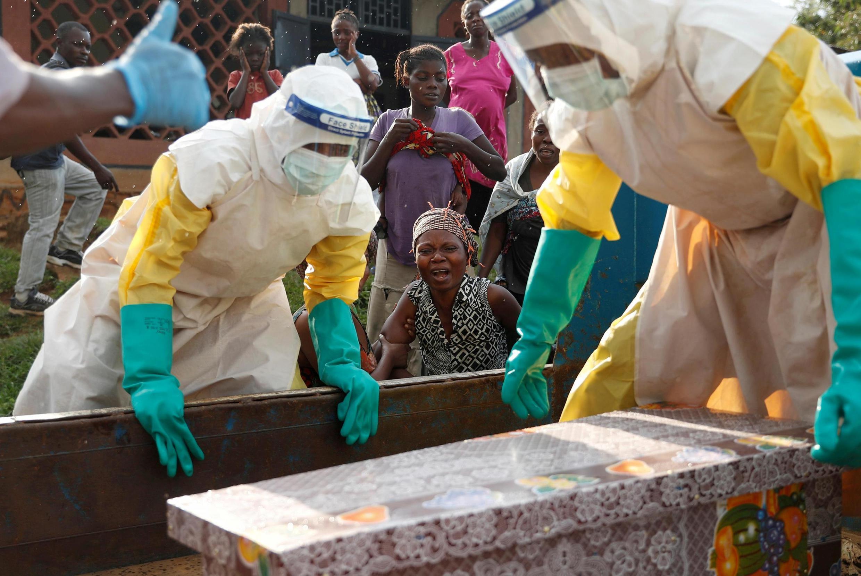 """Kama ilivyo kuwa kwa janga la 10 Mashariki mwa DRC, chanjo ilitolewa kwa """"zaidi ya watu 40,580,"""" WHO ilisema. Chanjo iliyotumiwa ilikuwa rVSV-ZEBOV-GP kutoka kwa maabara ya Marekani ya Merck."""