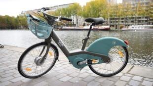 "The new ""Velib Metropole"" blue electric bicycle"