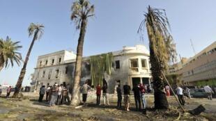 Carro-bomba destruiu parte do prédio do ministério das Relações Exteriores líbio de Benghazi  nesta quarta-feira, 11 de setembro de 2013.