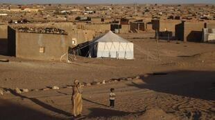 Ban Ki-moon, visita campo de refugiados sarauís de Smara, em Tinduf, na Argélia. Na imagem campo de Boudjdour.