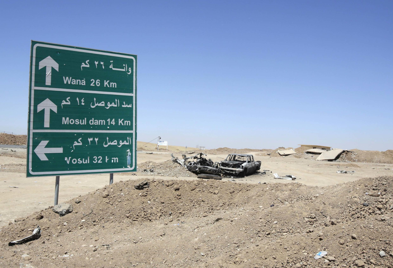 L'épave d'un véhicule de l'Etat islamique détruit par un raid US, le 21 août, non loin du barrage de Mossoul.