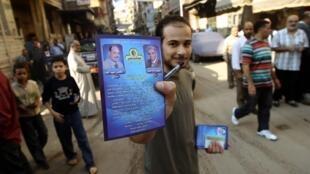 A member of the Muslim Brotherhood distributes leavflets in Alexandria