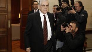Le Premier ministre grec Lucas Papademos a vécu un dimanche difficile à la tête de sa coalition gouvernementale, ce 5 février 2012.