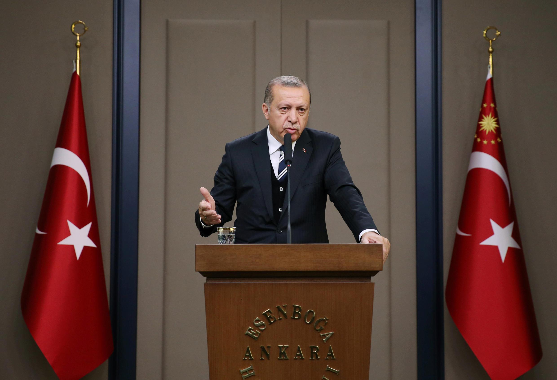 O presidente turco, Recep Tayyip Erdogan, durante coletiva no aeroporto internacional de Esenboga, em Ancara, Turquia, em 12 de maio de 2017.