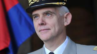 Le général de division Gaëtan Poncelin de Raucourt est à la tête de la Garde nationale en France.