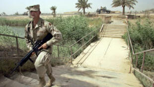 تصویر یک سرباز آمریکایی در اردوگاه Liberty که در اختیارپناهجویان اردوگاه اشرف قرارخواهد گرفت