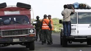 Control de militares en la frontera  de Venezuela y Colombia en Paraguachón, en el estado venezolano de Zulia, 31 de julio de 2010.