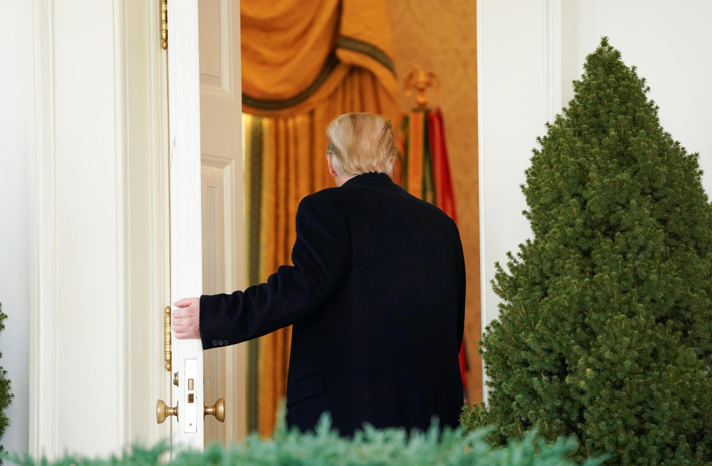 Tổng thống Mỹ Donald Trump quay lại Phòng Bầu dục sau khi thông báo thỏa thuận kết thúc «shutdown», ngày 25/01/2019.