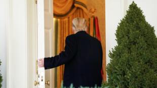 Le président Donald Trump repart vers le Bureau ovale après avoir annoncé un accord de fin du «shutdown», à Washington, le 25 janvier 2019.