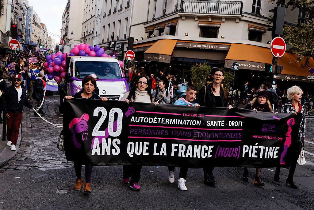 Manifestation à l'occasion du 20e rassemblement organisé par Existrans contre les discriminations et la transphobie, à Paris, le 20 octobre 2016.